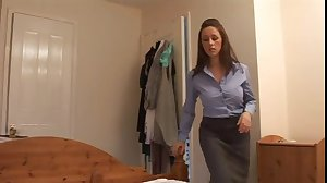 Angry mom gives her boyfriend a harsh..